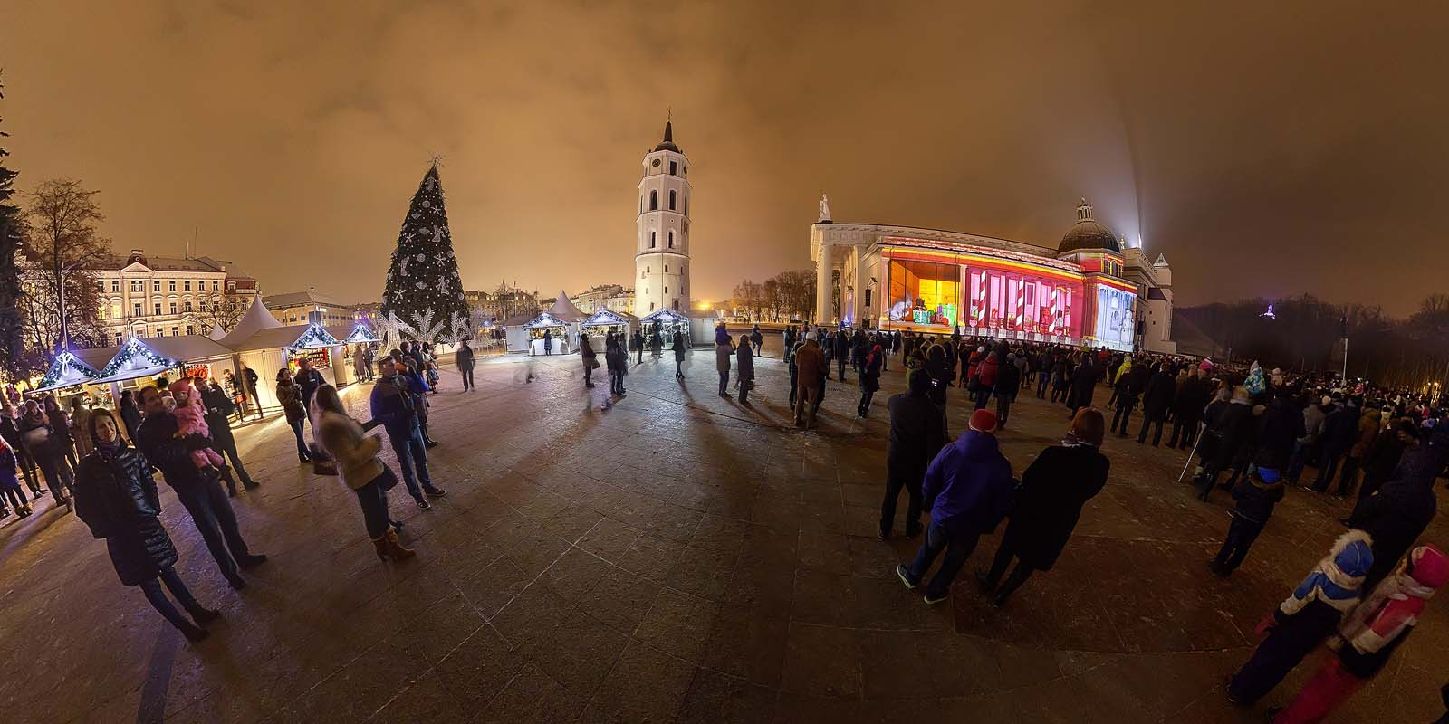 2014-12-28__20-14-00_katedros_12mm_4.0_1-4s_acr Panorama_crop_1600